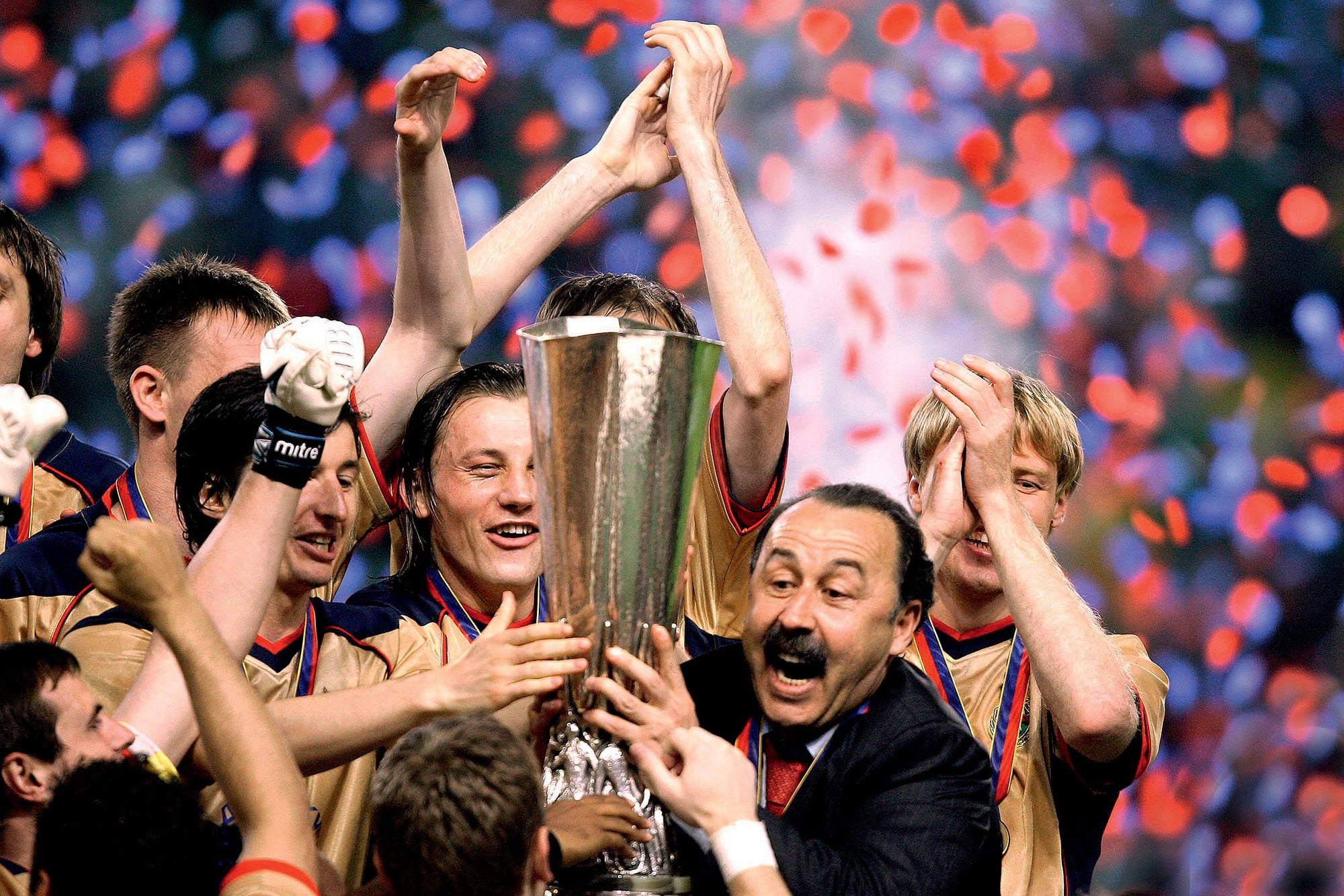 Валерий Газзаев с Кубком УЕФА